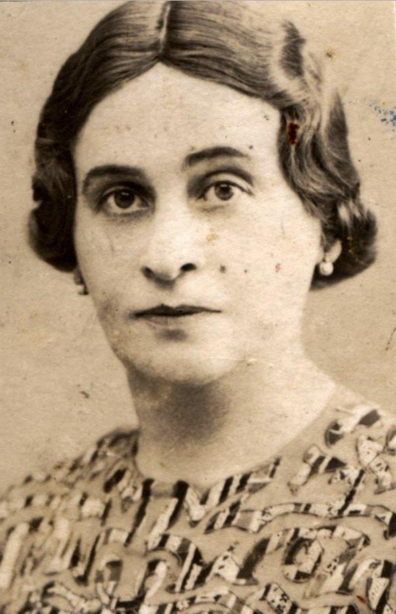 20 kwietnia 1900   W Koszycach urodziła się Żydówka Ester Mann (z domu Haas). W czasie wojny mieszkała w Tornaľa. Zginęła w obozie #Auschwitz 13 czerwca 1944 r. Miała 44 lata. (fot.: @yadvashem)