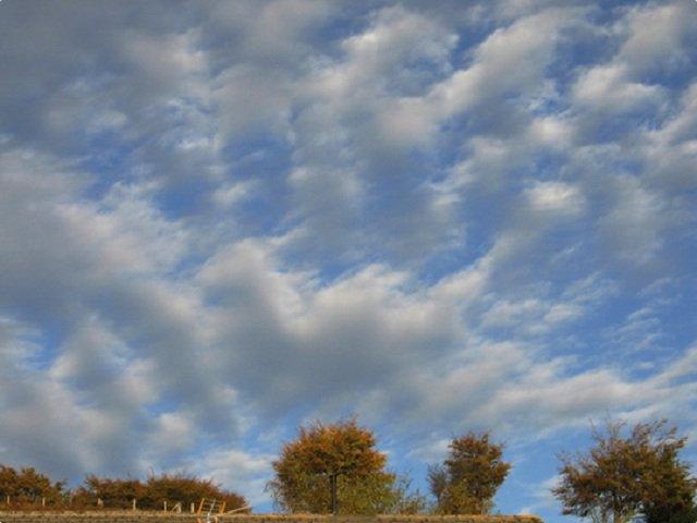 """Day 6 #Cloud Lesson: Todays Cloud is """"Altocumulus"""" Altocumulus clouds are small mid-level layers or patches of clouds, called cloudlets, which most commonly exist in the shape of rounded clumps. These clouds are of medium altitude about 8000-20,000 ft (2400-6100 m) #orwx #Science"""