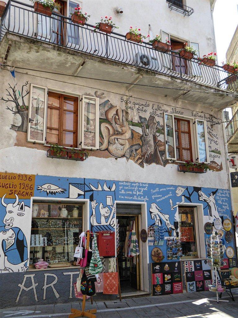 Orgosolo (Sardinia) Guernica.k eta Gernikak batzen gaitu #MemoriaGara #GernikaMemoriarenLekuko