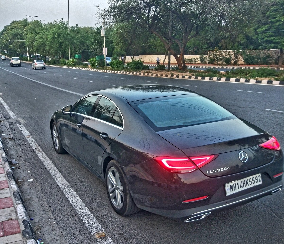 I can&#39;t decide which is better looking, @MercedesBenzInd does make some stunners.. #cls #C43Coupe #cantdecide <br>http://pic.twitter.com/9rVMJtNzs5