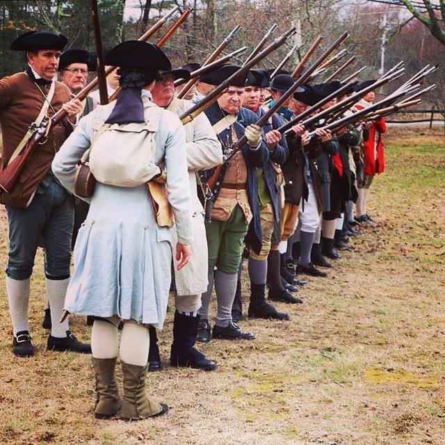 Prime and load! #musket #revolutionarywar #reenactment #patriots #newengland #massachusetts https://t.co/pyRTQeVMrr