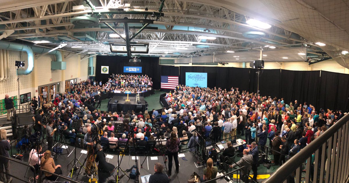 Just a bananas crowd here today for @PeteButtigieg. Panorama time!
