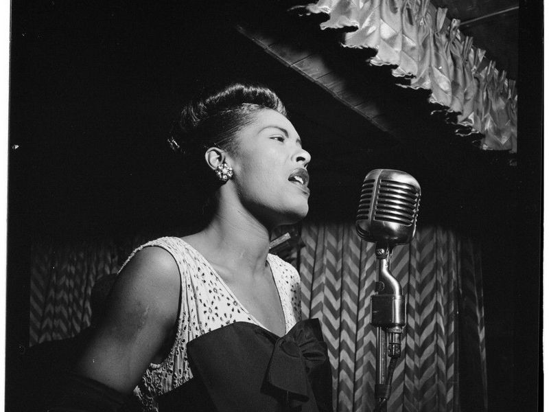 """80 yrs ago today, jazz singer Billie Holiday stepped into a 5th Avenue studio &amp; recorded """"Strange Fruit&quot; to bring lynchings to the attention of the nation. She &amp; song now in #Grammys @RecordingAcad Hall of Fame. #satchat #AMJoy #history #sschat #tdih #aah  http://www. facebook.com/jerrymitchellr eporter &nbsp; … <br>http://pic.twitter.com/7SlpRlB7r1"""