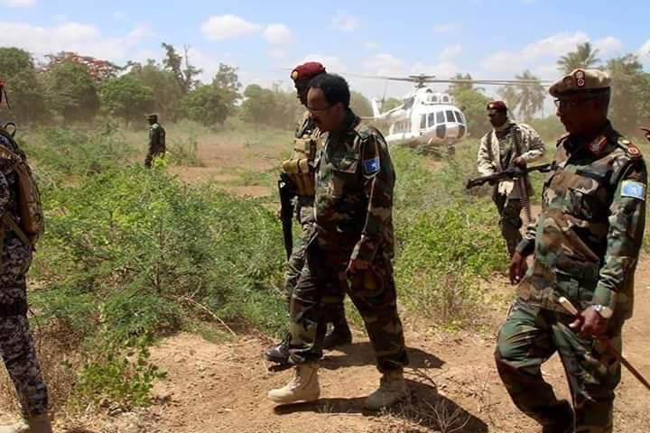 Somalia&#39;s president Karmajo taken by an Amisom helicopter to a spot less than 50 km outside Mogadishu to claim he visited an area retaken from Alshabab.He was there less than 20 minutes,just enough to take still pictures &amp; a video clip for posting on social media. <br>http://pic.twitter.com/QW0Bo7CYsH
