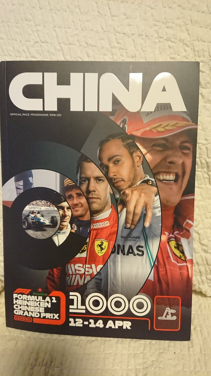 中国GPの公式プログラム  1000回記念らしくヒストリーとか、新人インタビューとか内容盛り沢山😄  ドライバー紹介ページにはサインを書いてもらう場所があるけど、そんなチャンスは全くないぞ💦  #ChineseGP  #F1