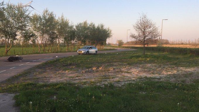 Ongeluk bij Parallelweg Hoeksebaan tussen auto/scooter. Opzittende is naar het ziekenhuis vervoerd. https://t.co/oFwu7sX3P3