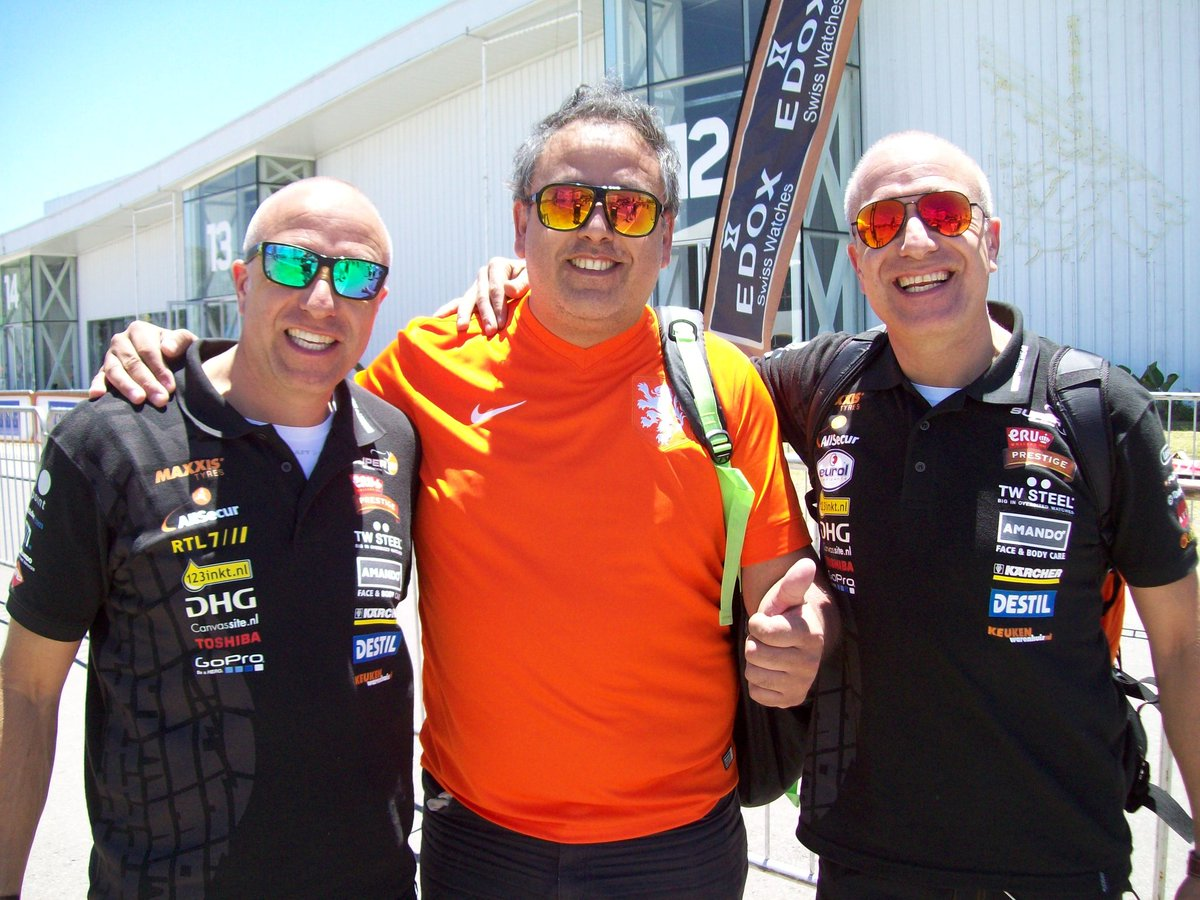 Argentina Loves Coronel Bros . Good luck on next Dakar 2020. Nice to meet Coronel Bros . Greetings from Argentina @TimCoronel @TomCoronel<br>http://pic.twitter.com/lyHAvRjUVG