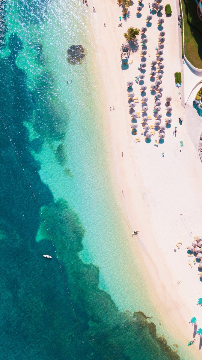 This bird's eye view is *almost* as good as actually being on the beach. Reach Montego Bay year-round with @aircanadarouge 🌴☀️🐠😎 (📸 @nickrichgfx)