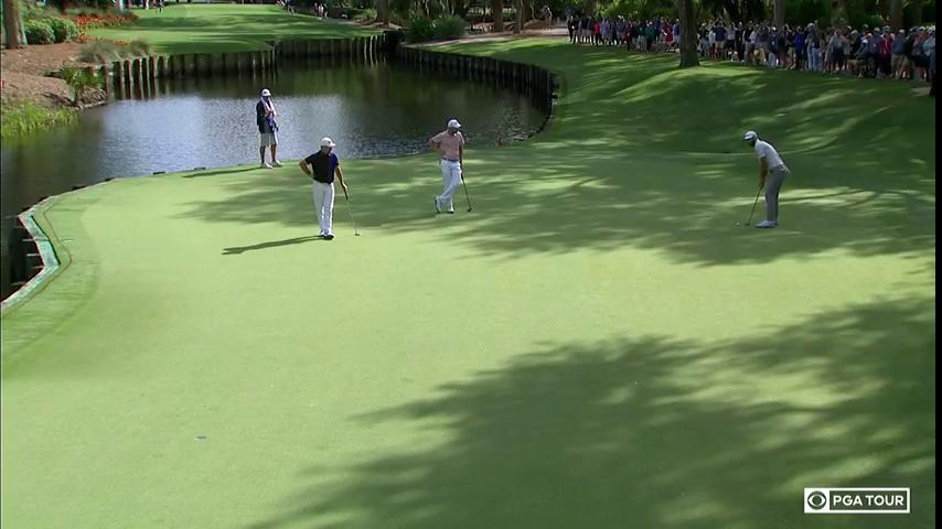 Dustin Johnson MADE this putt for birdie... He sits just one stroke off the lead.