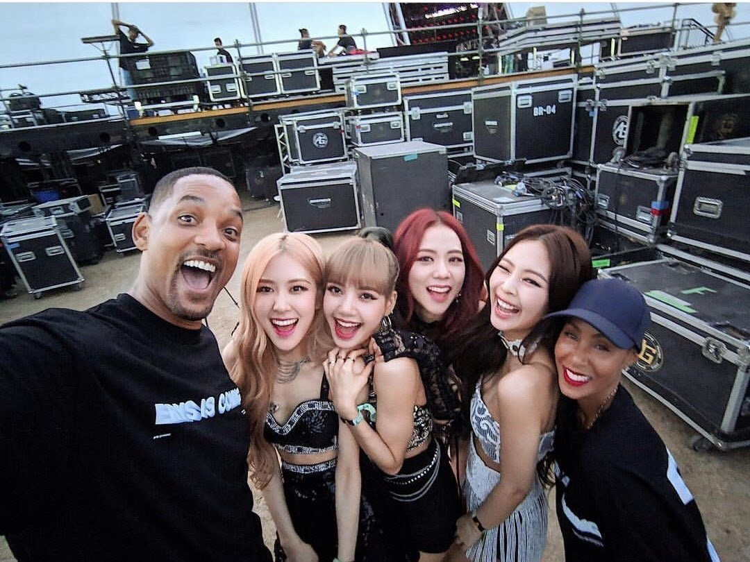[IG] 190421 willsmith update  Ran into @.blackpinkofficial after I got off stage... Me &amp; Jada are officially fans! Love that #.pixel3 wide angle.   @ygofficialblink #BLACKPINK <br>http://pic.twitter.com/taFgGlnacx