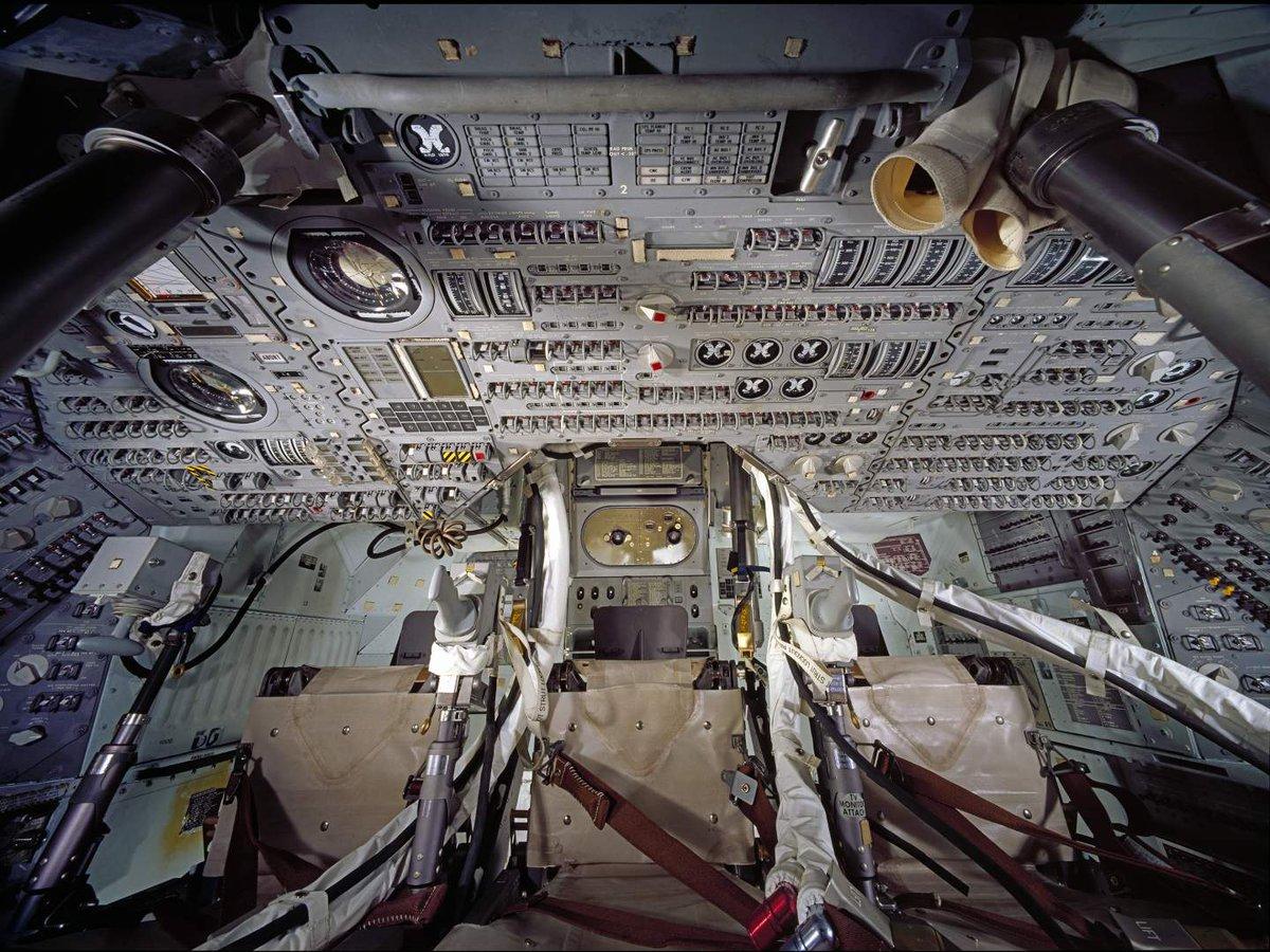Cockpit on Apollo vs. Orion - a lot less buttons!
