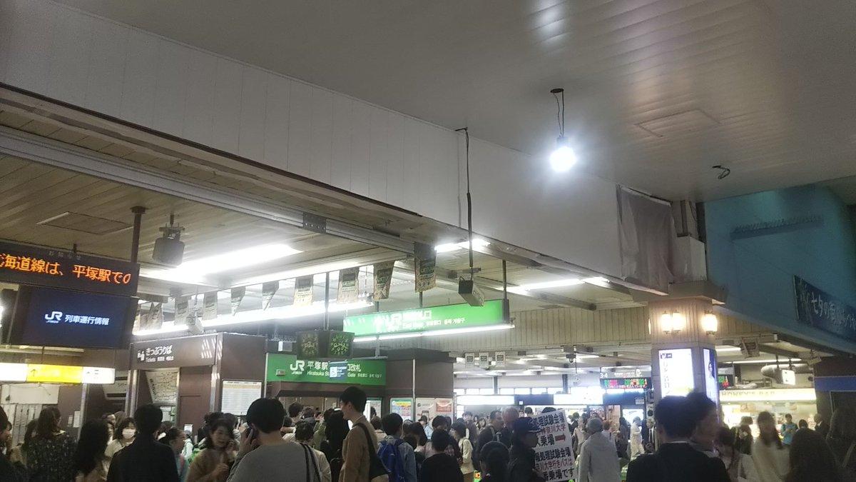 【遅延】東海道線 平塚駅付近の踏切で車が貨物線を回送中の185 ...