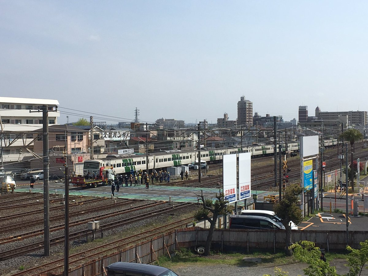 tweet : 東海道線 平塚駅で踏切事故「電車に乗用車が衝突、騒然 ...