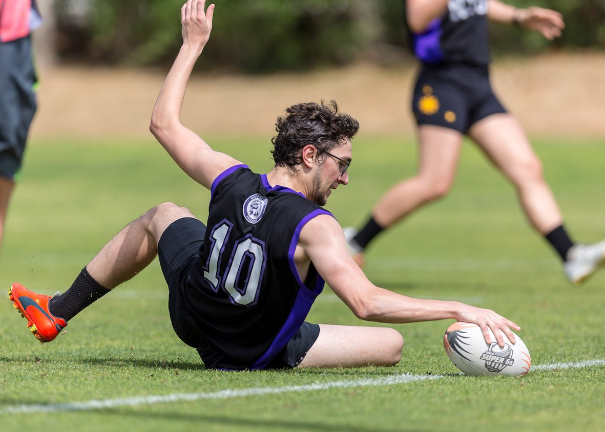 Got the Sunday morning blues? Struggling to get motivated for the week ahead? You need some Touch in your life! Join our @super6sdubai Touch League - Tuesday evenings @descdubai. Men, women, young, old, experienced or a complete novice - all are welcome! #fit Photo:@MissyELear