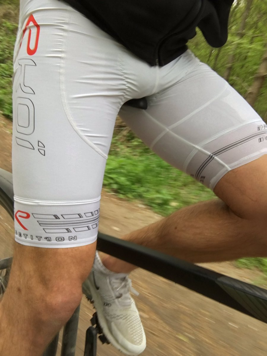 Wet riding in white Lycra after taking a hot random cyclist's load in my cycle shorts, adding my own load and pissing to finish off 💦 #lycra #piss #pisse #cum #jus #fetish #fetiche #fetishgear #public #outdoors #nike #sneakers #kiffeur