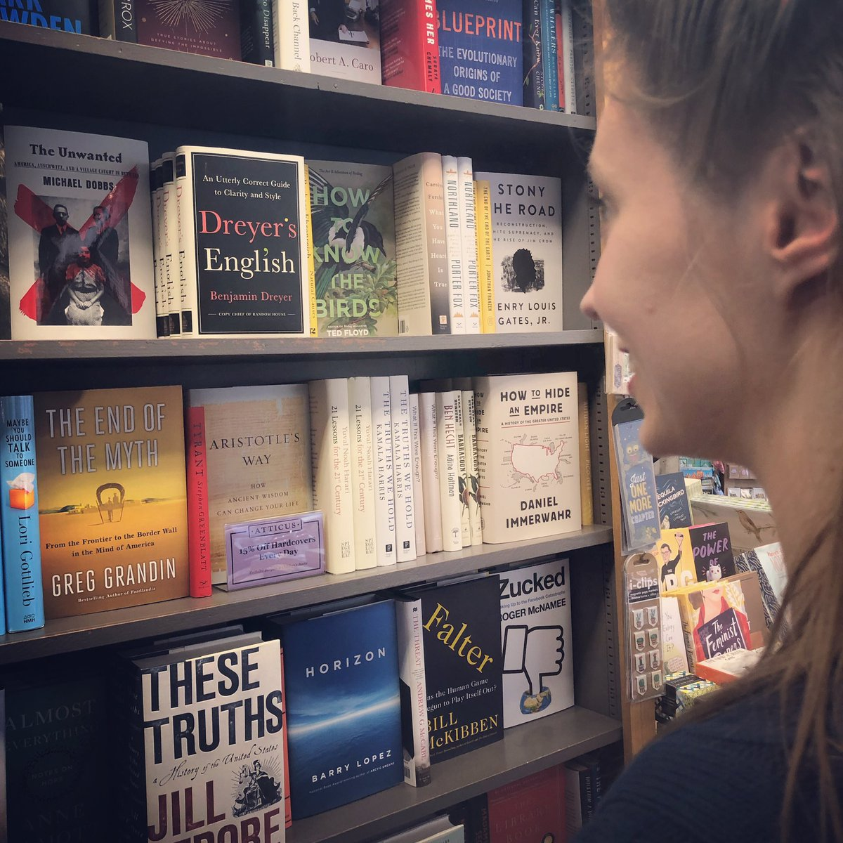 """Book buying be like: """"Sir, please give me one if everything in this bookcase. K, thanks!"""" #toomanygoodbooks #cantdecide <br>http://pic.twitter.com/2S69wAlAn5"""