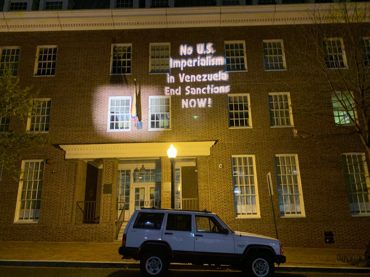 At Venezuela embassy in DC  tonight <br>http://pic.twitter.com/df64Xz9Qed
