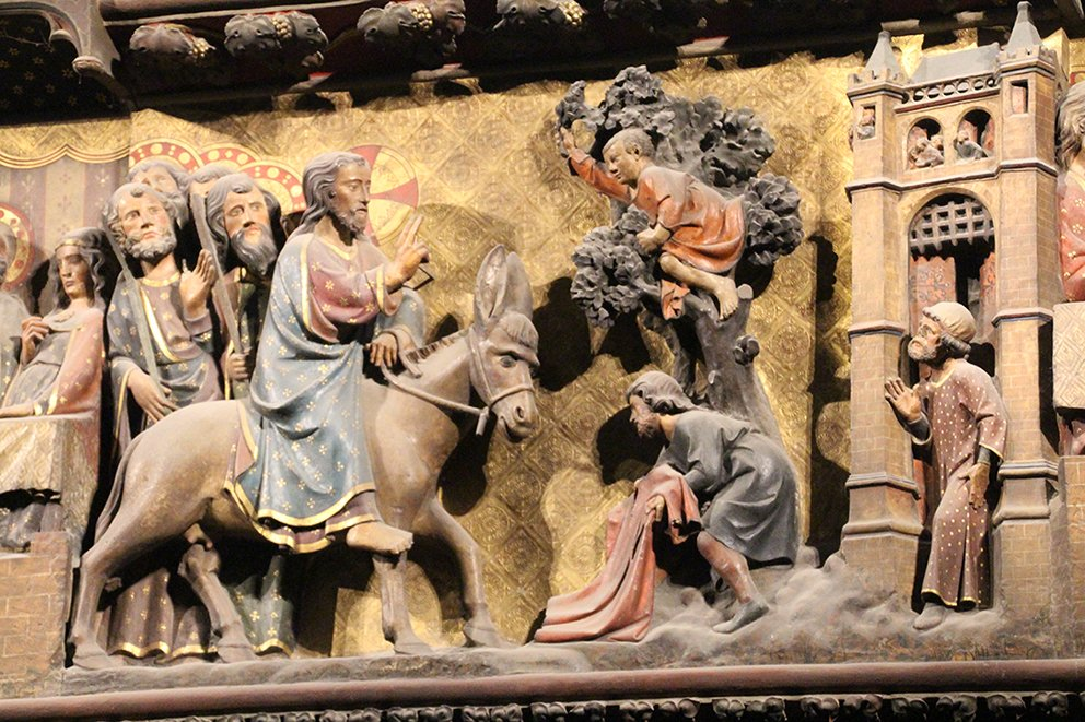 Happy Easter!  Joyeuses Pâques!  Beauties from the interior of #NotreDame #Paris Choir Screen - I hope they survived.