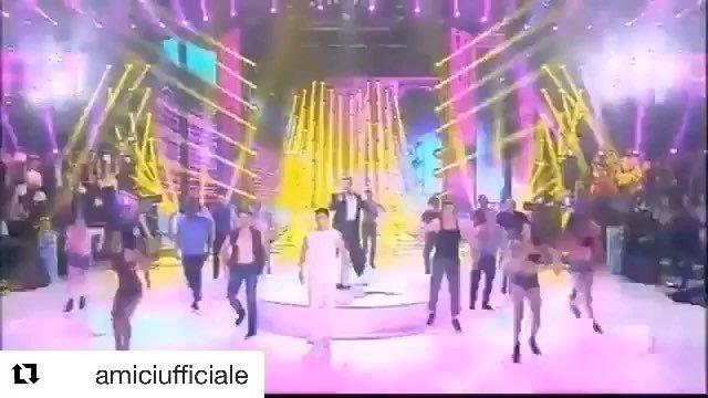 #Repost @amiciufficiale  FIESTAAAA! Vi siete scatenati con @ricky_martin e Rafael in questa prova TIM? 🕺🎉🎶 #Amici18 @timofficial . . . . . . . . #rickymartin #amiciufficiale  #roma #italia #sexymen #singer #boricua #fans #desquiciadasrm #buenosaires … http://bit.ly/2Dpvevc