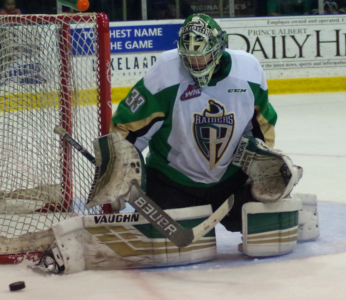Nteminder @IceScott99 makes one of his 30 save in goal for the #PrinceAlbert #Raiders. #WHL. #WHLPlayoffs. #CHL.