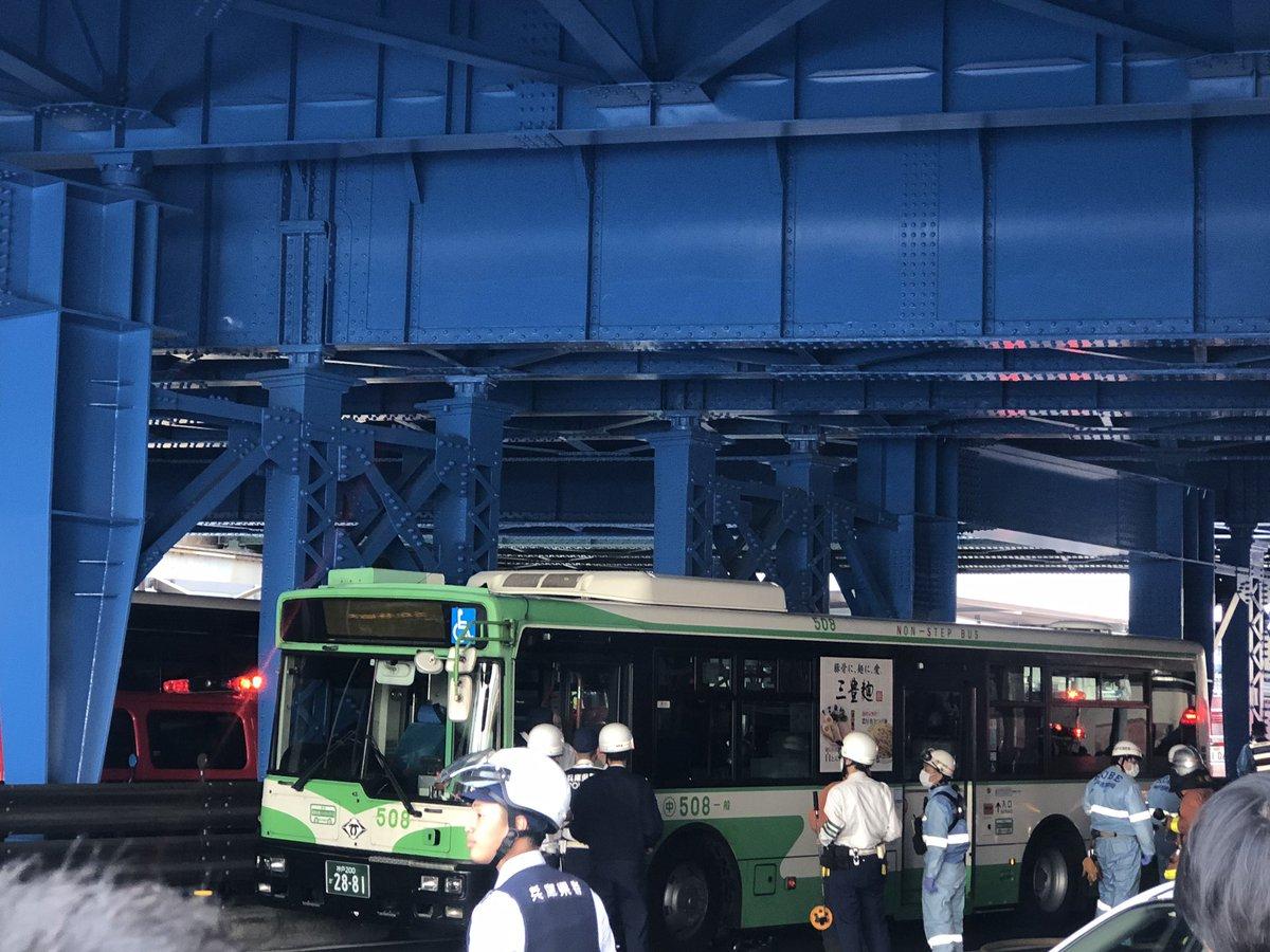 三ノ宮駅前で神戸バスが暴走した事故現場の画像