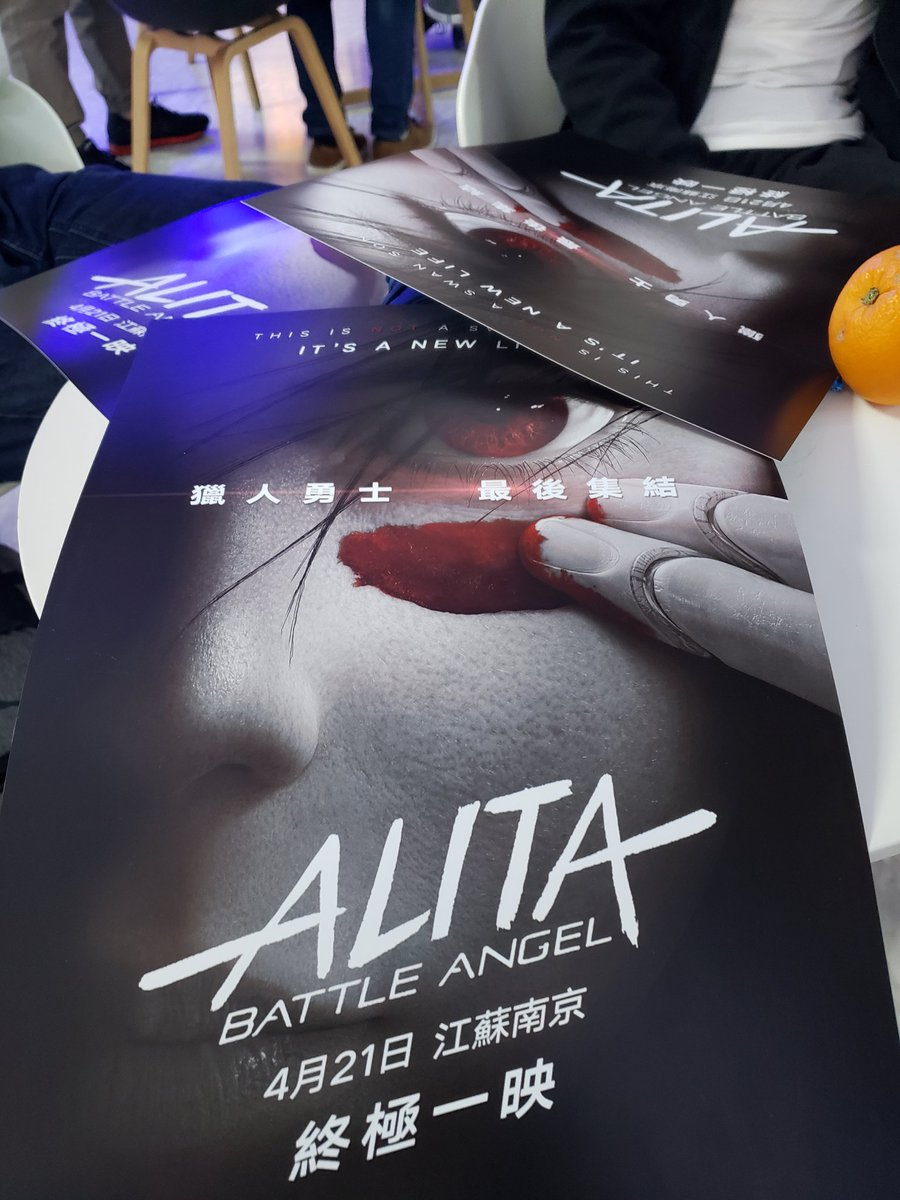 I'm in cinema with my fellow #AlitaArmy , on the table they are the posters and oranges.😊  99 we are here for you now. #AlitaBattleAngel  @AlitaMovie  Nanjing China