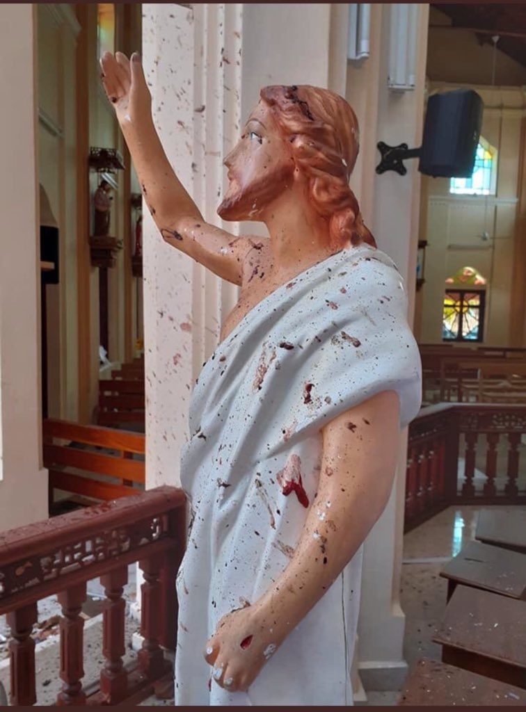 ‪#SriLanka‬ ‪* 8 bombings, including in churches, hotels(Churches: Kochikade, St Sebastian and Batticaloa, Hotels: Shangri La, Cinnamon Grand and Kingsbury)‬ ‪* Over 160 people killed, 400 wounded  ‬ ‪* 35 foreigners among those killed .‬ ‪* Curfew declared.‬ ‪📸‬