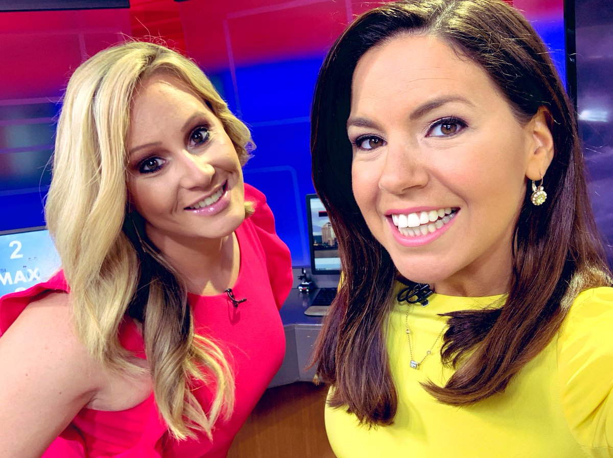 Bringing our bright colors this morning! 💛💗💛💗 #EasterSunday @WTNH