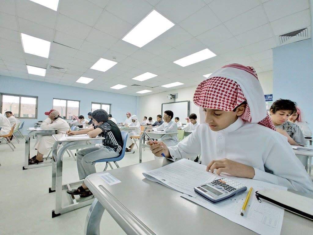 صور..  جانب من أداء الطلاب لاختباراتهم في أول أيام #الاختبارات_النهاييه صباح اليوم.