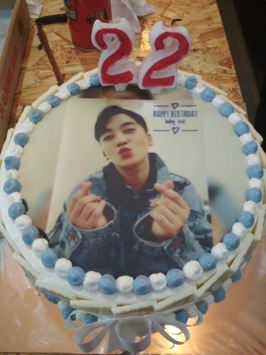 My best cake from my boyfriend #Seungri #SeungriYouAreNotAlone <br>http://pic.twitter.com/sKz4IAkBEy