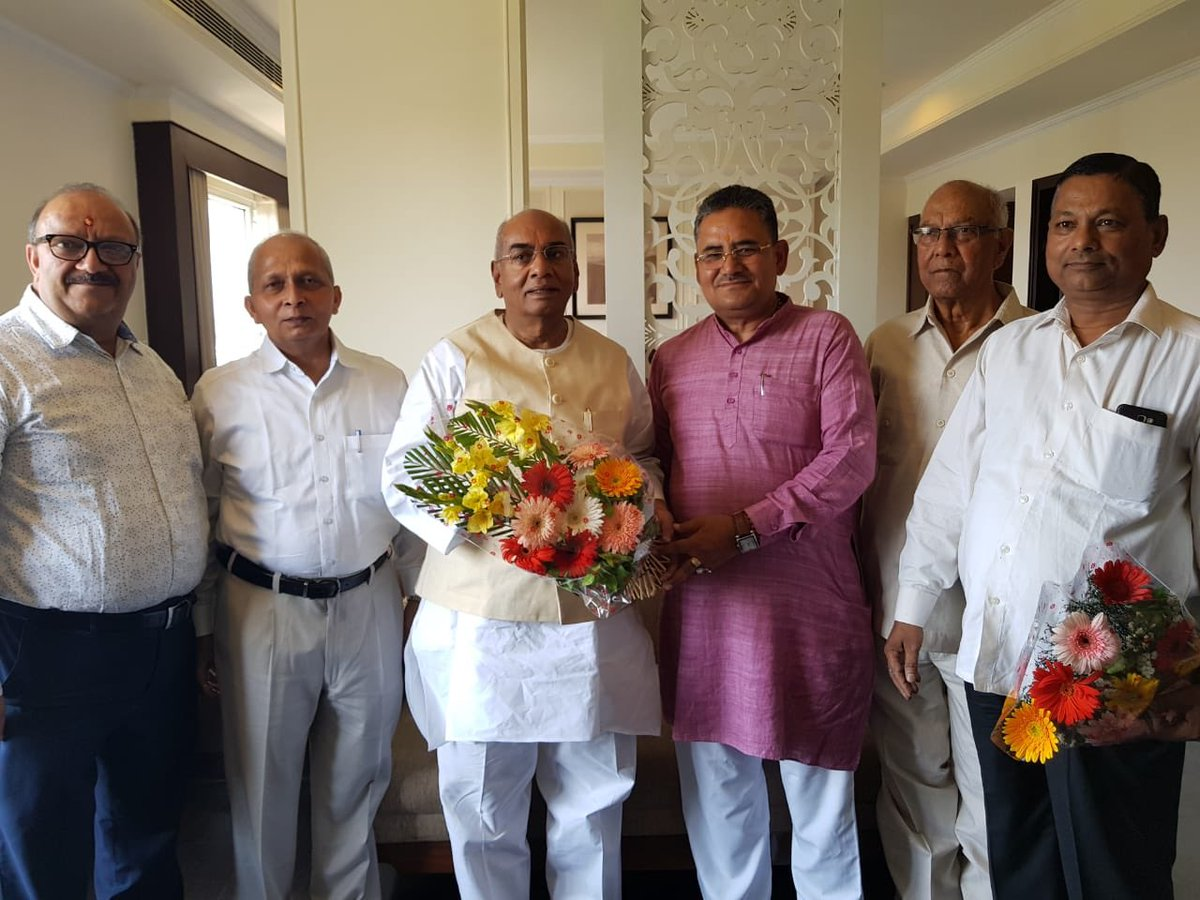 Today, during my visit to #Haldwani Chairman, DCB Haldwani, Sri Ramendra Singh Negi and Chairman, DCDF Haldwani, Sri Shiv Bahadur Singh greeted & welcomed me. It was a nice meeting. They shared their experiences with #IFFCO & cooperatives in hills of #Uttarakhand. @iffcoyogendra