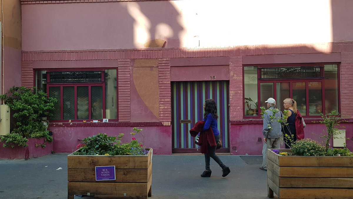 Made a little pilgrimage to #AgnèsVarda&#39;s &amp; swung by Simone de Beauvoir&#39;s on the way <br>http://pic.twitter.com/82XdIpBuzk