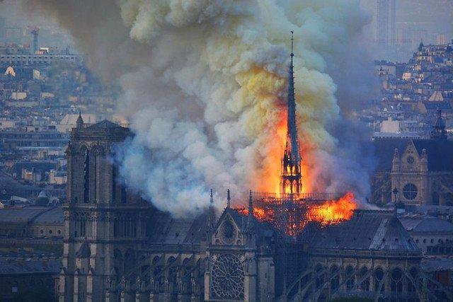 Notre-Dame de Paris : les éditeurs du livre de Hugo participeront à la collecte https://www.actualitte.com/t/qwodENRy  😳#NotreDameCathedral #NotreDame #NotreDamedeParis  #edition #solidarité #VictorHugo 👏👏