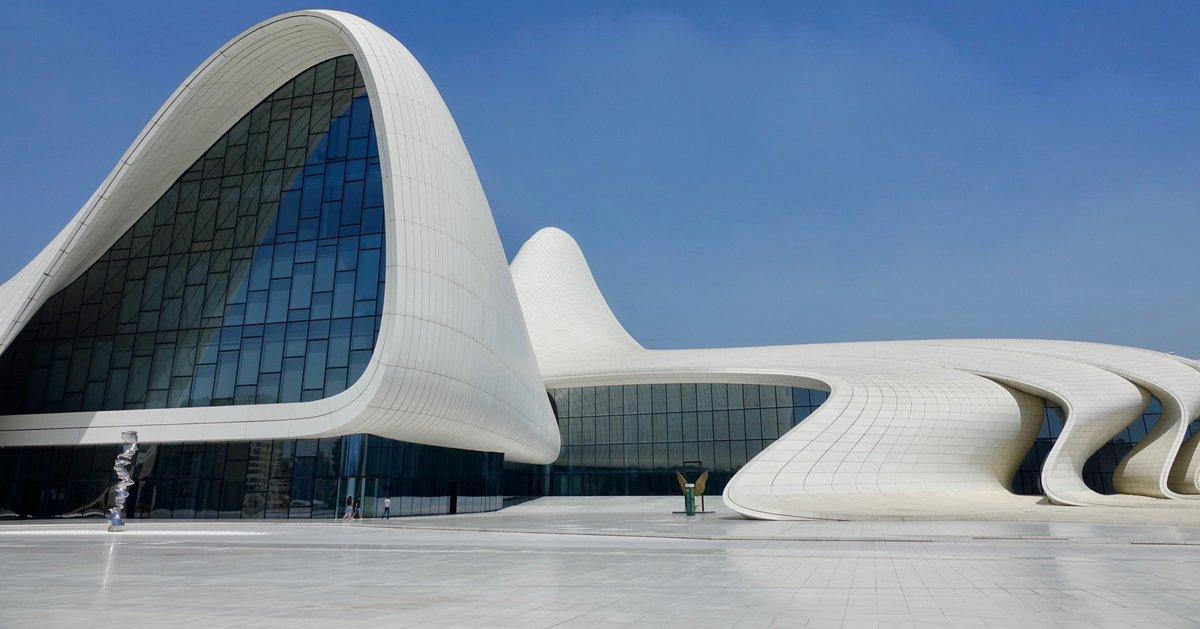 Eerbetoon aan de Notre Dame: een ode aan vier andere mooiste gebouwen ter wereld. Nummer 4: Heydar Aliyev Cultureel Centrum, Bakoe, Azerbeidzjan.