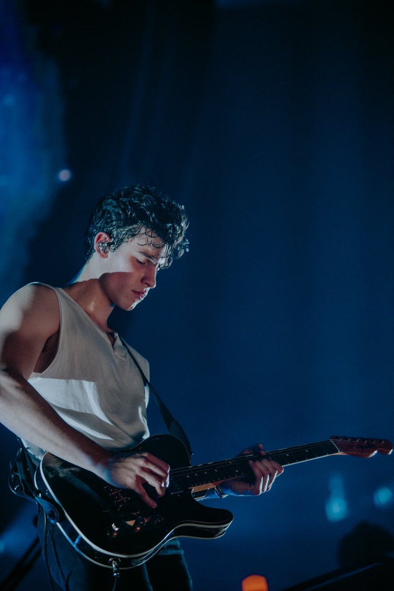 London thank you for being SO loud and EU/UK thank you for an incredible run! #ShawnMendesTheTour @shawnmendes https://t.co/Ry4qNdvDf2