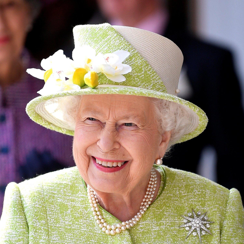 majesty queen elizabeth ii - HD1500×1500