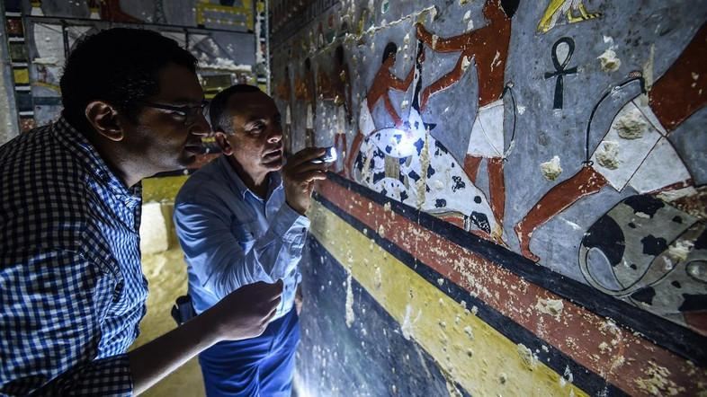 #Egypt unveils colorful Fifth Dynasty #tomb, 4300 years old: The tomb, near Saqqara, a vast necropolis south of Cairo, belongs to a senior official named Khuwy who is believed to have been a nobleman during the Fifth Dynasty:  https:// bit.ly/2PlihqQ  &nbsp;  . Images: AFP <br>http://pic.twitter.com/isiOJZHQR7