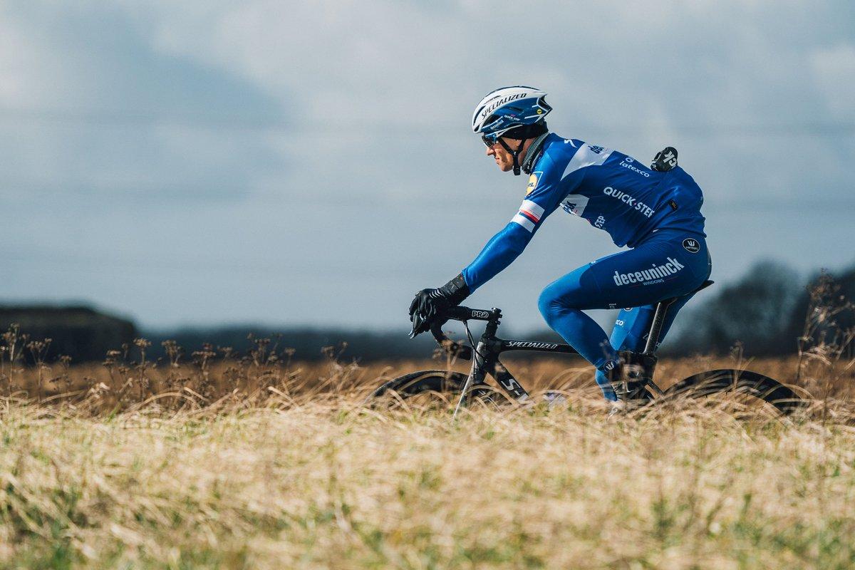 Vence al viento y a la carretera con las formas aerodinámicas de la nueva Roubaix y su nuevo Future Shock 2.0.  Descubre por qué más comodidad significa mayor rendimiento → http://www.specialized.com/es/es/new-roubaix…  #smootherisfaster #parisroubaix #iamspecialized #specializedroubaix