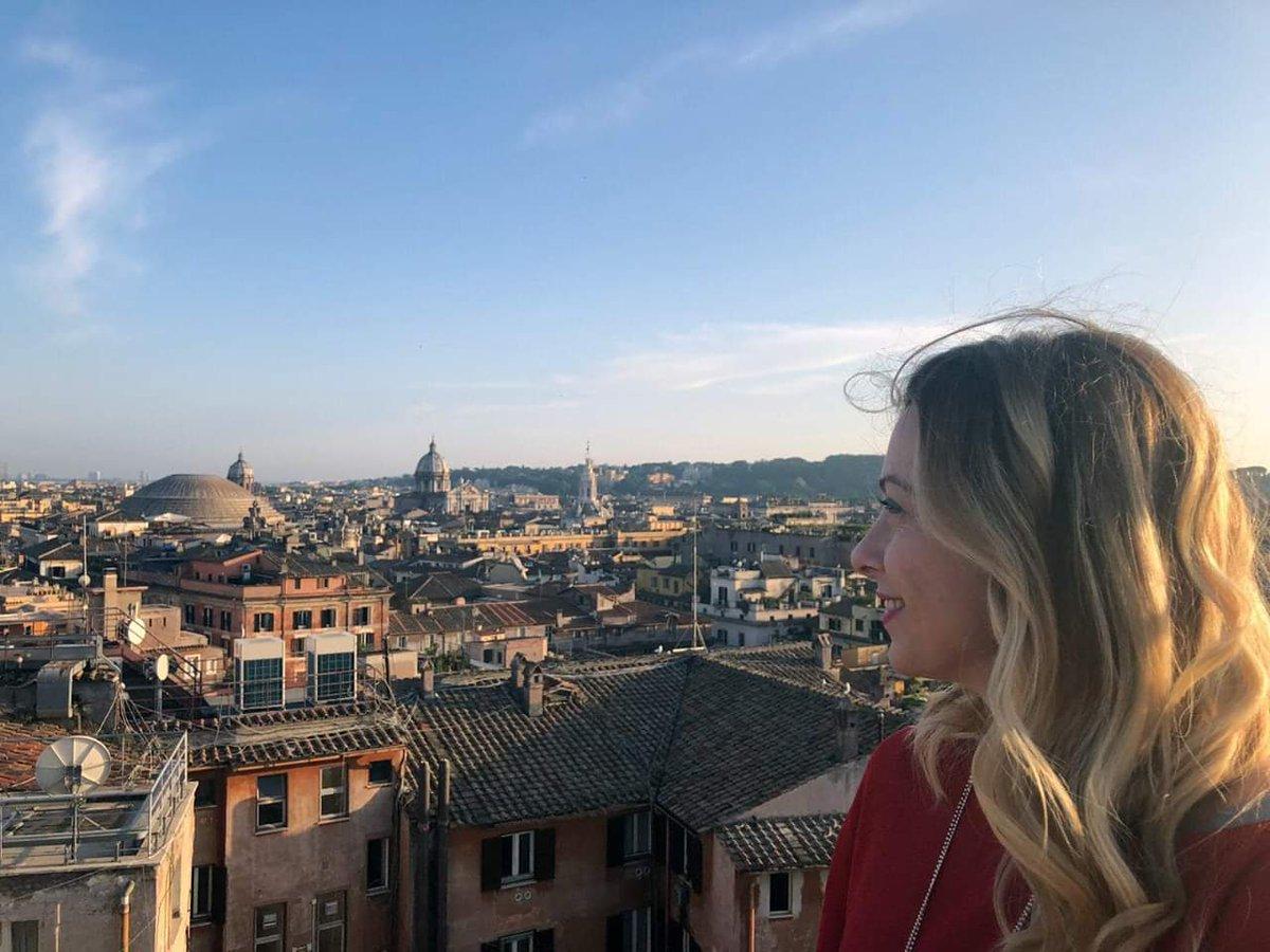 """""""Roma non è una città come le altre. È un grande museo, un salotto da attraversare in punta di piedi"""" -Alberto Sordi-  2772 volte auguri Roma! #NatalediRoma"""