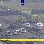@IJsselmondeNews - Op de #A16 richting Ridderkerk, Barendrecht en IJsselmonde heeft een ongeluk plaatsgevonden tussen twee personenauto's. Hierbij is ook een traumahelikopter opgeroepen. Het MMT-team behandeld nu de slachtoffers...  Foto: @RWSverkeersinfo (webcam) https://t.co/en41nvBeDY