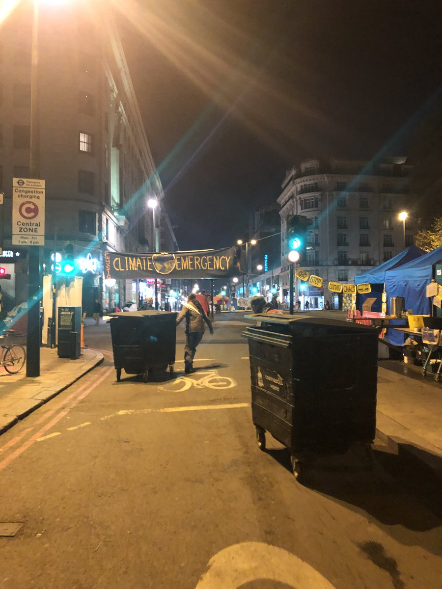 This wasn&#39;t XR suddenly filling Hyde Park. That was the aftermath of the 420 gathering in Hyde Park of 100,000 weed smokers.   This is us putting out the bins at 2am last night <br>http://pic.twitter.com/mgmcc8437h