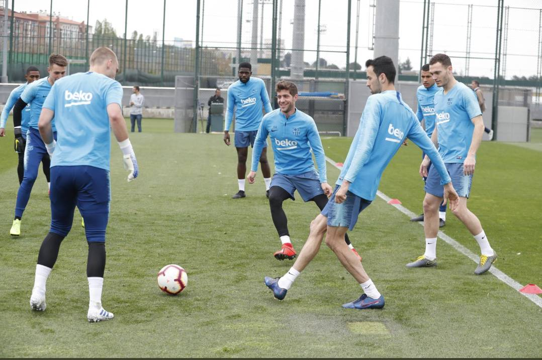 📰 [SPORT] | Todibo missed Barcelona training ahead of Alaves clash.  🔶 The Catalans head to the Basque Country to take another step towards the League title.  🔷 Jean-Clair Todibo stayed at home feeling unwell. Doctors recommended he rest instead of coming to training.
