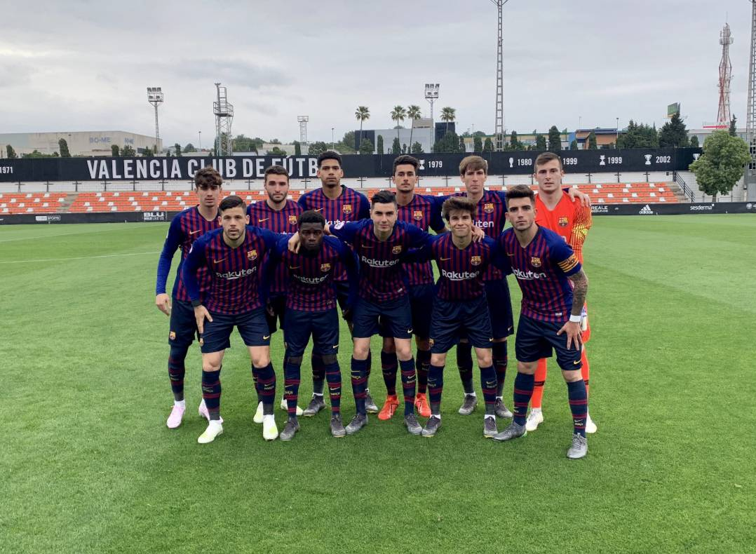 📰 [SPORT] | Full of scouts to see the young talents ​​of Barça B  🔶 More than 20 clubs sent their scouts to follow the Valencia B vs Barça B match which Barça B lost 0-1.  🔷 Among the players that have been followed are the Barça B youth Riqui Puig, Miranda and Abel Ruiz.