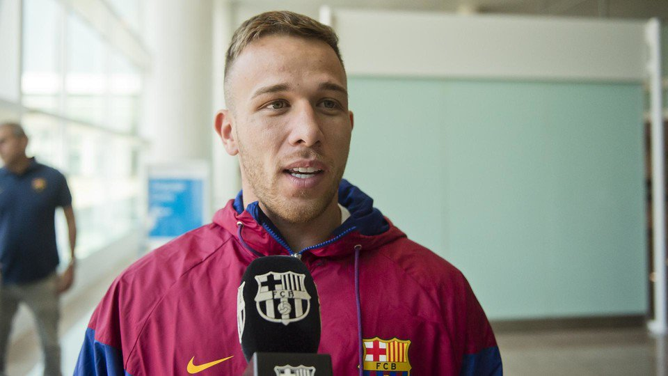 """Arthur: """"Messi is amazing, on and off the field. He is our technical leader and in the dressing room, he has a fantastic experience, he reads football like nobody else, he is extremely intelligent. He talks not only with me, everyone, with Malcom, with all of us who are new."""""""