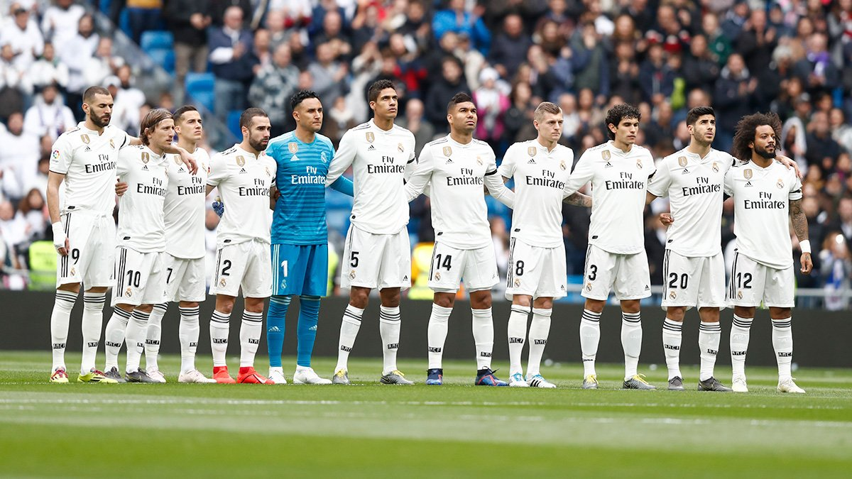 The Bernabéu held a minute's silence before kick-off for the victims of the attacks in Sri Lanka and in memory of Agustín Herrerín. #RealMadrid