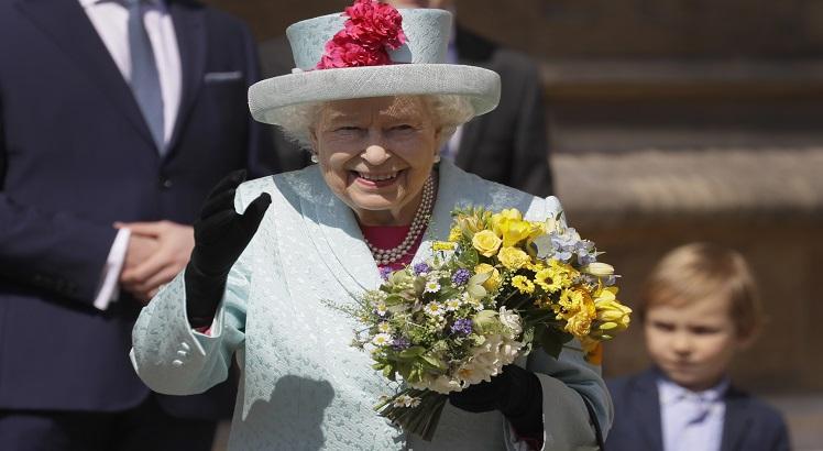 Rainha Elizabeth II celebra seus 93 anos em culto de Páscoa em Windsor