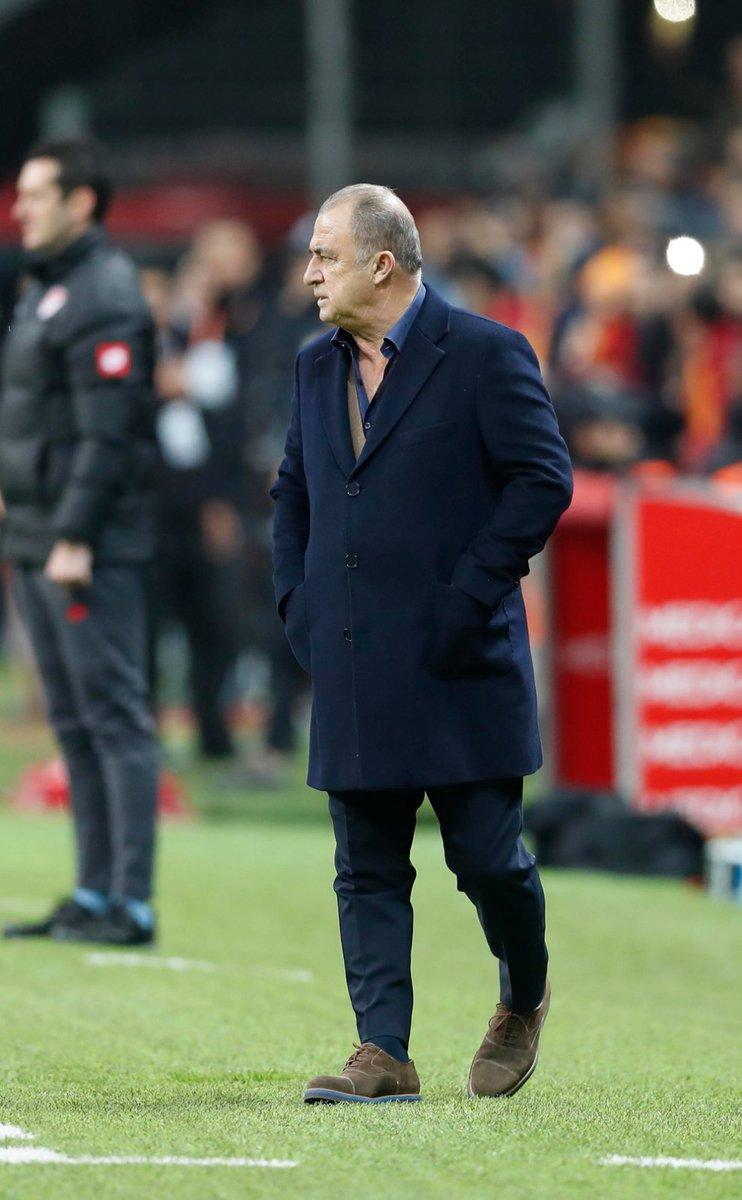 """Rıdvan Dilmen: """"Şimdi Galatasaray'ın eline, hatta Beşiktaş'a da şans geldi. Galatasaray, önümdeki 5 maçı kazanırsam şampiyon olurum diyor. Artık ipler Galatasaray'ın elinde. Hepsini kazanırsa şampiyon Galatasaray."""""""