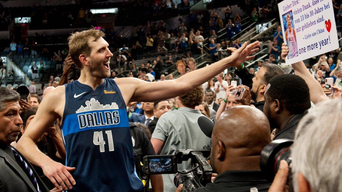 Starke Aktion: Dirk #Nowitzki richtet sich nach Rücktritt in der #NBA mit Dankesrede an Fans der Dallas #Mavericks 🏀  ➡️https://bit.ly/2Zrhqtq