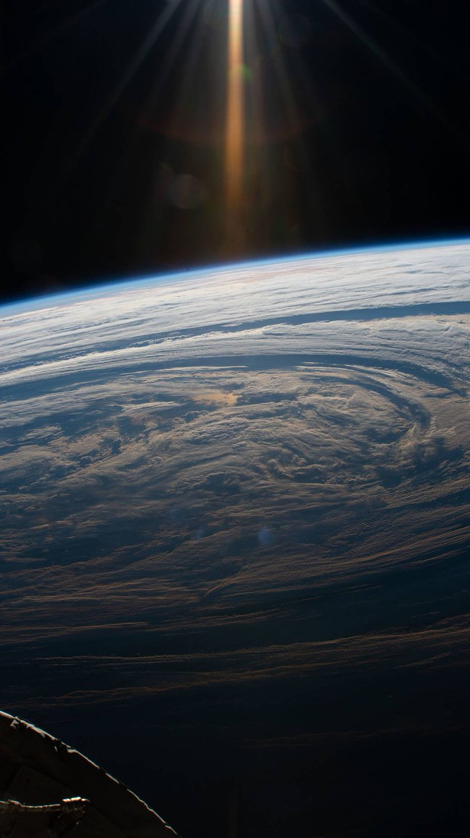 OK all at once now, ooooooo 😮😲 An astronaut aboard the @Space_Station snapped this image of the South Indian Ocean in March 2019, as the station flew 265 miles above this cloudy formation. More, we want more: go.nasa.gov/2KP4LNr
