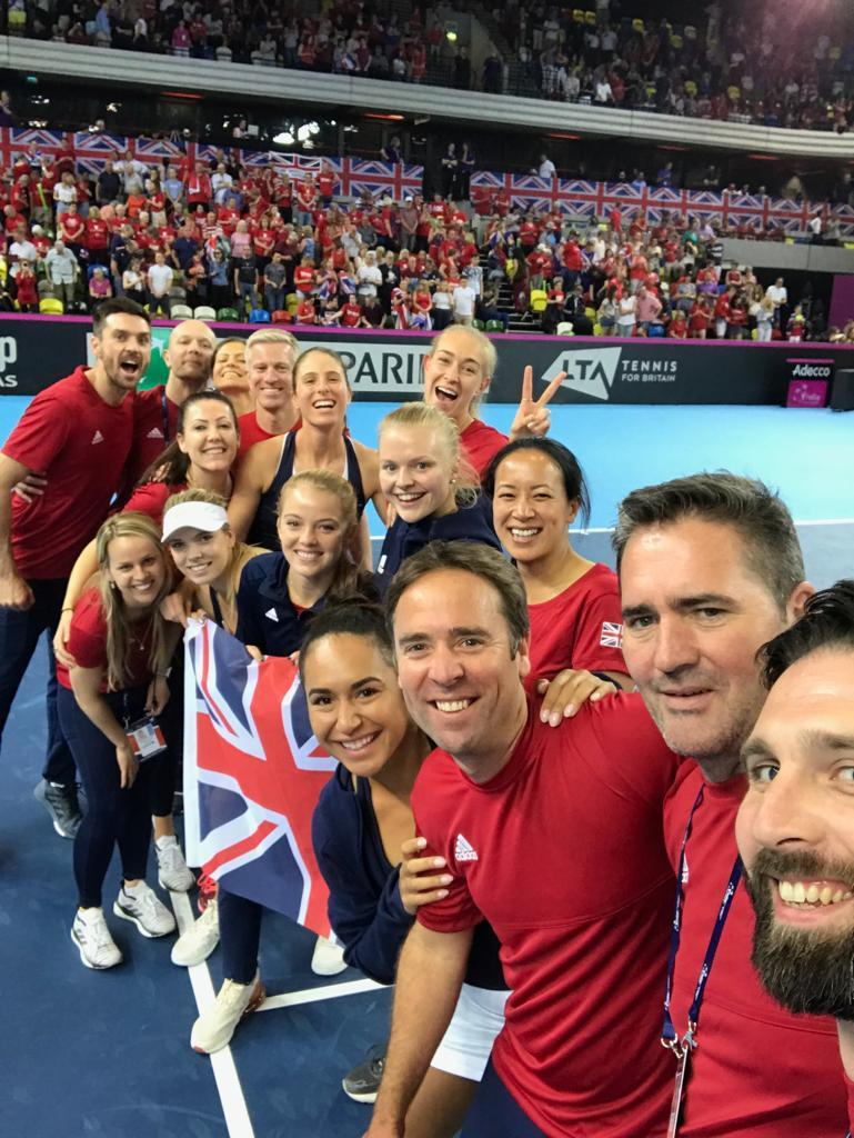 And a winning selfie! 🤳 How would you sum up our incredible @FedCup Team in one word? #BackTheBrits 🇬🇧